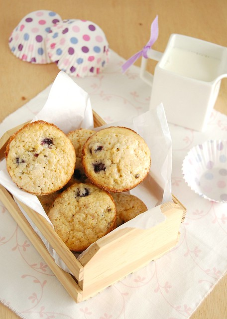 Blueberry and passion fruit muffins / Muffins de mirtilo e maracujá
