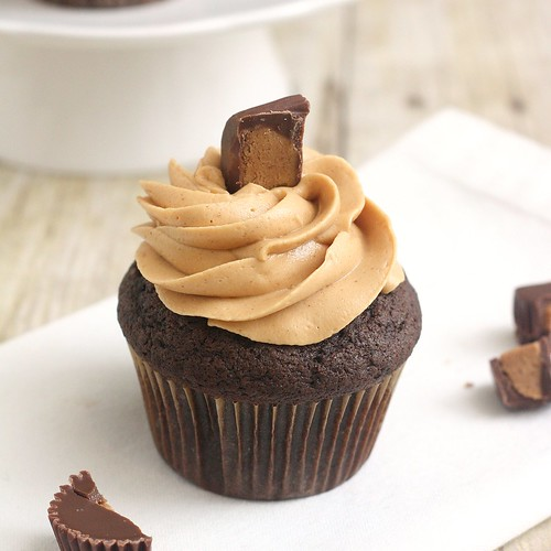 Peanut Butter Dulce de Leche Cupcakes