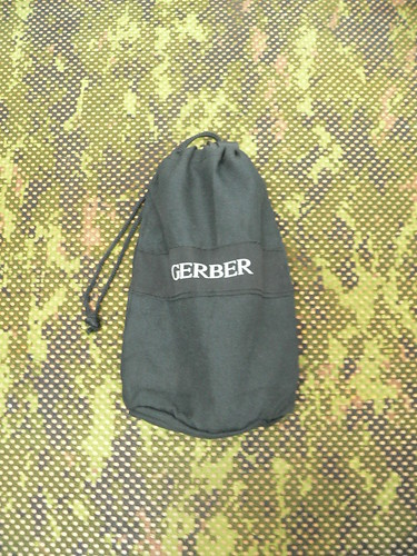 Gerber Gorge Folding Shovel - Gerber Pala guardada en la funda