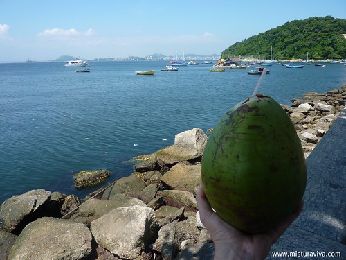 Um brinde com água de coco!