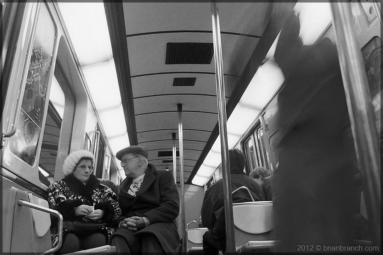 DSC00464_subway_couple