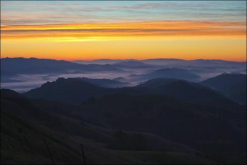 california park morning usa mist nature fog sunrise canon landscape outdoors dawn oakland interestingness interesting hiking nopeople hike hills explore redwood ef2470mmf28lusm valleys huckleberry sibley ebrpd explored 550d sibleyvolcanicregionalpreserve t2i ebparksok lifelover4 stickneydesign