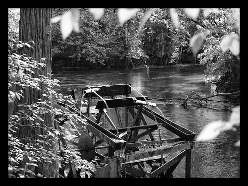 blackandwhite bw sc southcarolina waterwheel edisto orangeburg edistogardens