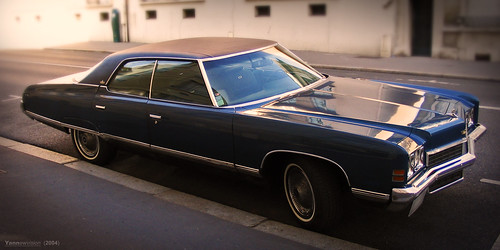 Old American car - Chevrolet Caprice 1972 (Versailles - France) 2004