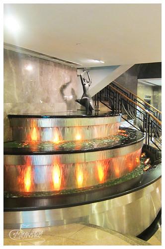 metropark hotel fountain
