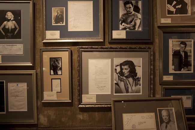 Antiques show autographs