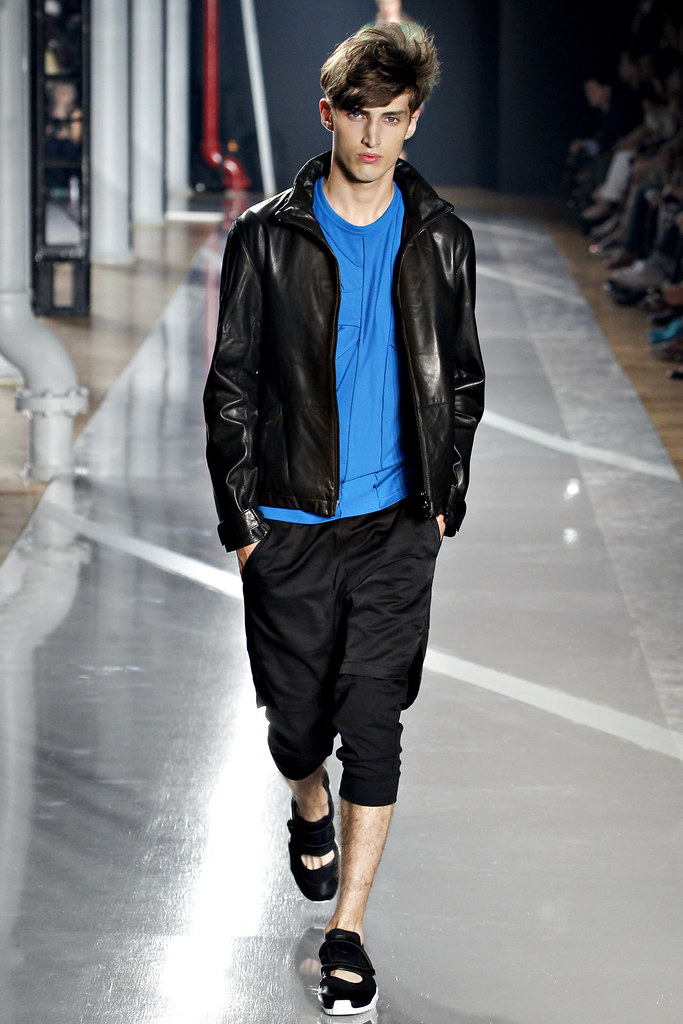 Charlie France3527_SS12 New York Y-3(VOGUE)