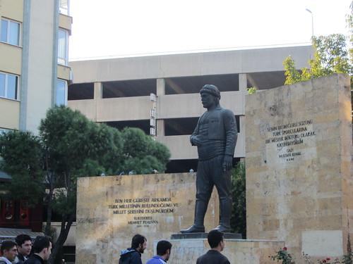 Balikesir: Kurtdereli statue (1)