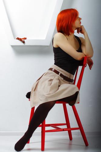 無料写真素材, 人物, 女性, 頬杖, タンクトップ, 人物  横顔・横を向く, 女性  ショートヘア, 女性  座る, ロシア人