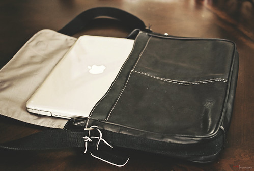Day 33/366 - Kenneth Cole Reaction Messanger Bag