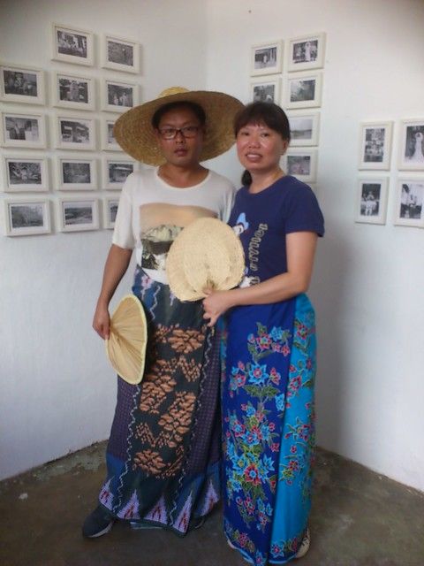 Taking Kampung Photos with the Islands of Memories exhibition!