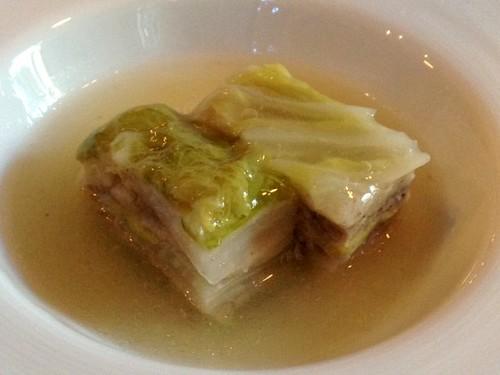 3品目:白金豚のバラ肉と岩手産白菜の ミルフィーユ仕立て@けろっっこ岩手食材×値決め食堂