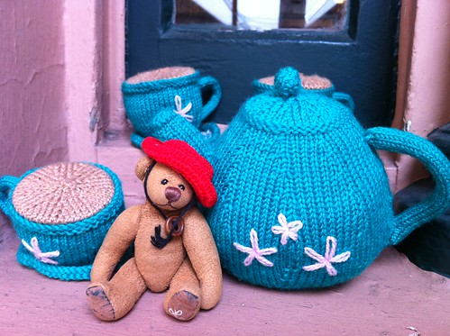 Hanging out with a knitted teaset