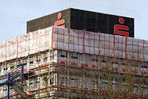 verpackte Sparkasse; copyright 2011: Georg Berg