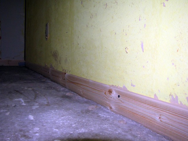 Boards to Stop the Self-Leveling Mix