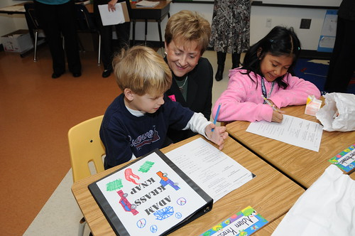 USDA Deputy Under Secretary FNCS, Dr. Janey Thornton talks to students about their assignments in Mikelle Caine's second grade advance class at Lake Forest Elementary School, Sandy Springs, Ga., during breakfast in the classroom (USDA photo by Debbie Smoot) .