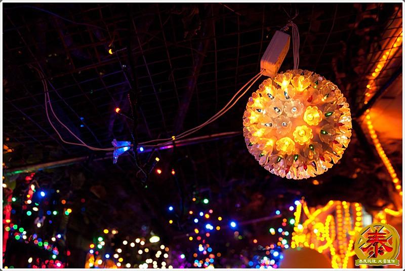 2011-12-24-聖誕巷插旗-9