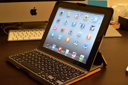 iPad用のキーボードとケースのセット、ZAGG folio に夢中