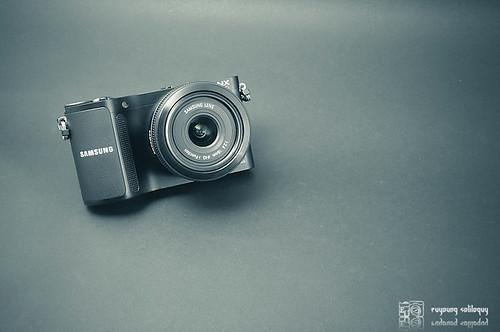 Samsung_NX200_exterior_27