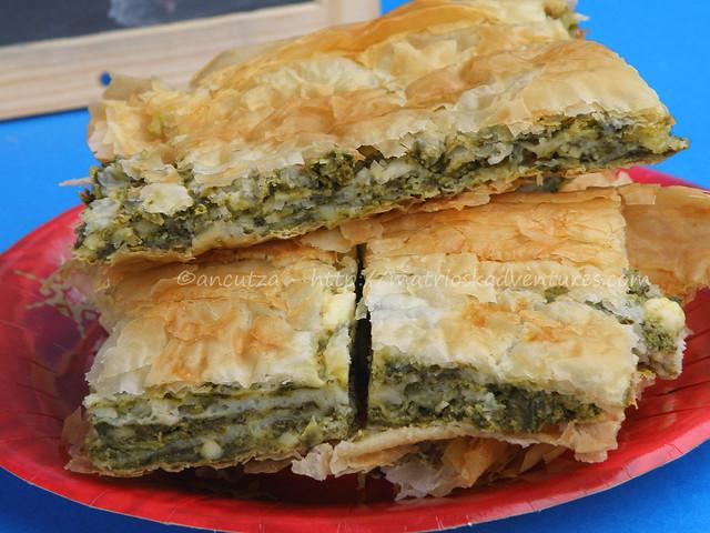 immagine spanakopita torta tipica greca con pasta fillo spianci e formaggio