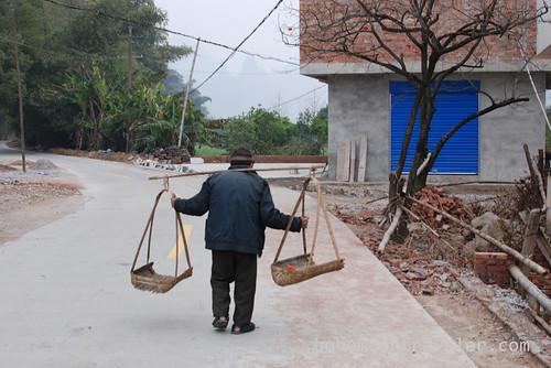 Chinese man along the Li River