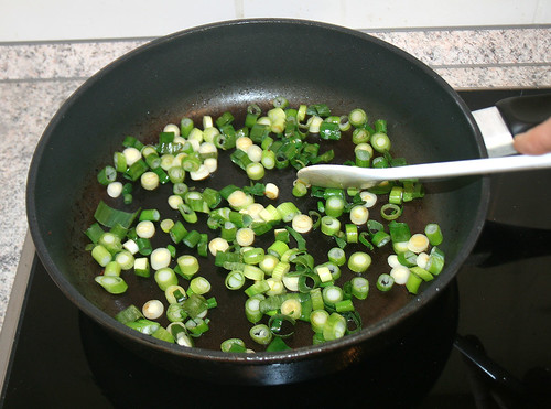 22 - braise spring onions lightly / Frühlingszwiebeln andünsten