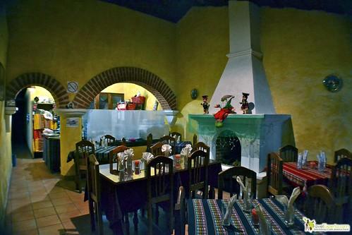 peruvian restaurant antigua guatemala - maining dining area