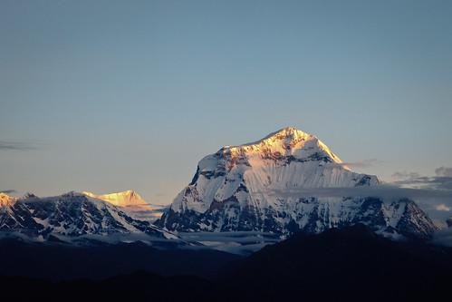 nepal snow clouds sunrise asia time land himalayas acap gandaki timeofday punhill kaski annapurnaconservationarea dhaulagirirange dhaulagiri8167m annapurnaconservationareaproject dhaulagirihimal poonhill3210m
