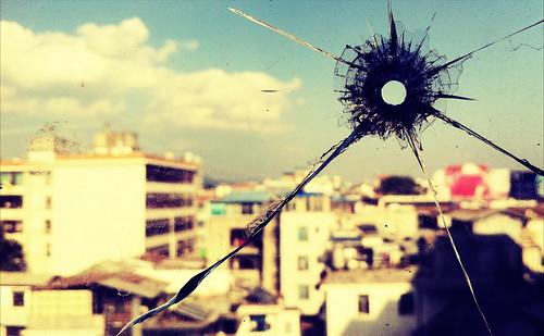 無料写真素材, 物・モノ, 窓, 銃痕・弾痕