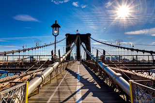 New York City - Brooklyn bridge under the winter sun - Pont de Brooklyn sous le soleil...