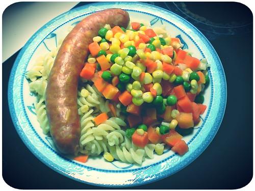 明天午餐便當 ::: 三色蔬菜+起司香腸+通心麵 by 南南風_e l a i n e