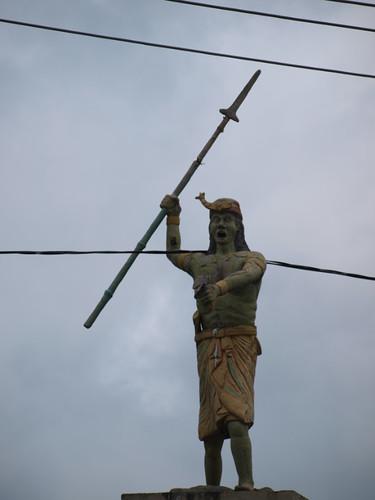 статуя - приветствие
