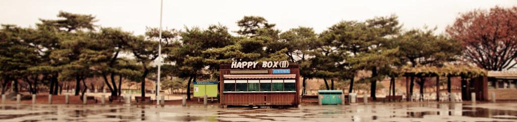 Happy Box [EOS 5DMK2 | EF 24-105L@24mm | 1/160s | f/7.1 |  ISO400]