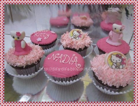 Cupcake Set Hello Kitty by DiFa Cakes