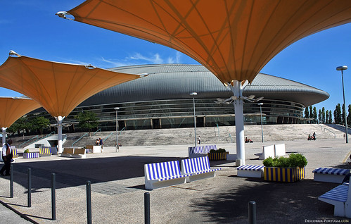 These great parasols give shade to people who want a little rest at the Pavilhão Atlântico.
