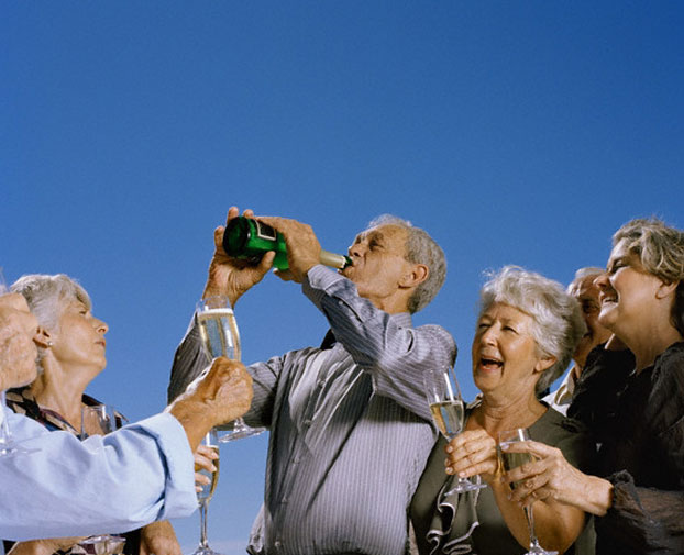 old-people-drinking