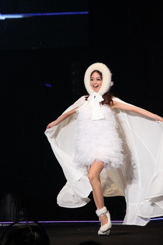 Tokyo Girls Collection 2011 AutumnWinter (4)