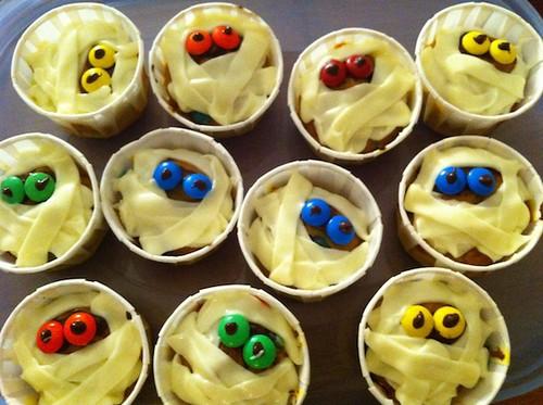 16 Bakelife-Mummy Cupcakes