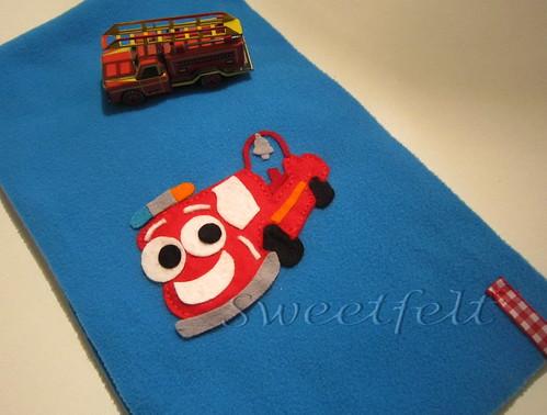 ♥♥♥   Cachecol para mini-bombeiros... by sweetfelt \ ideias em feltro