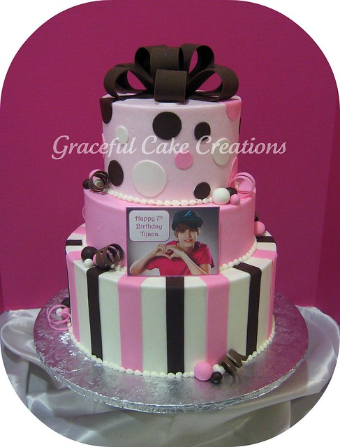 Justin Bieber Cakes at WalMart http://www.flickr.com/photos/gracefulcakecreations/6484692843/