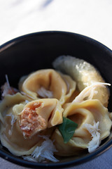 Tortellini au crabe et Saint-Jacques, sauce citronnelle et gingembre