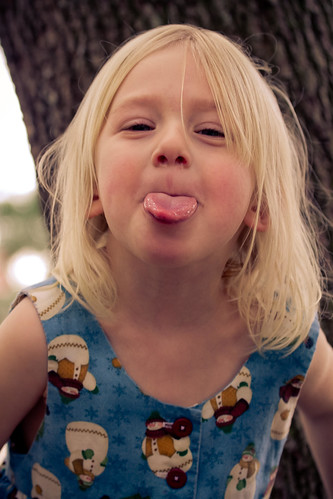 無料写真素材, 人物, 子供  女の子, あっかんべー・舌を出す, アメリカ人