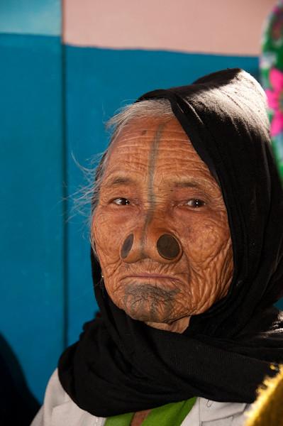 Mujer atapani del nordeste de India