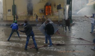 Protesters and Police Clash By Egyptian Institute off Kasr El Aini Street - 17 December 2011