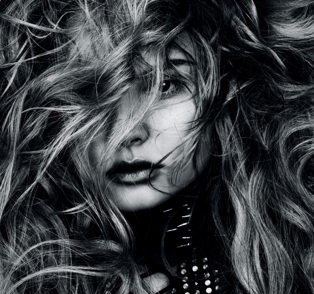 Magdalena-Frackowiak-by-Ben-Hassett-(Wilde-Wellen---Vogue-Germany-January-2012)-7