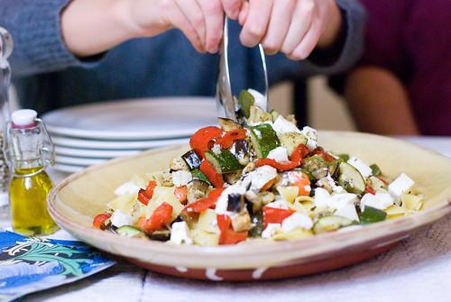 Pasta med rostade grönsaker och ost. Foto: Dominique Forssman, Middagsfrid.
