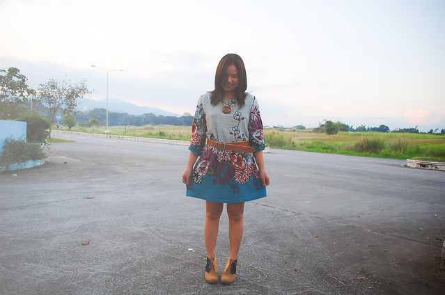 denise katipunera, mommy style, thrift style, thrift floral dress, color block boots