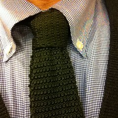 This is th necktie I wore today. Knot: Half-Windsor.