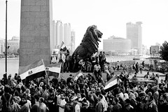 Protesters crossing Qasr el-Nil Bridge into Tahrir and Maspero المسيرة تعبر كوبري قصر النيل في جمعة الغصب ٢٧ يناير ٢٠١٢