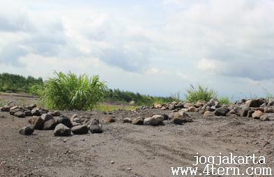越野摩多登Mount Merapi骑零距离看灾民墓区